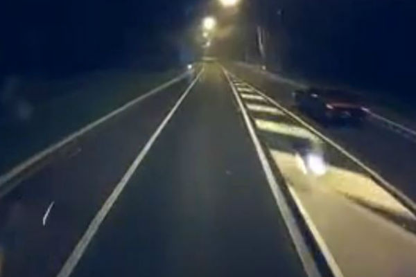 Article image for Another idiot caught on dashcam