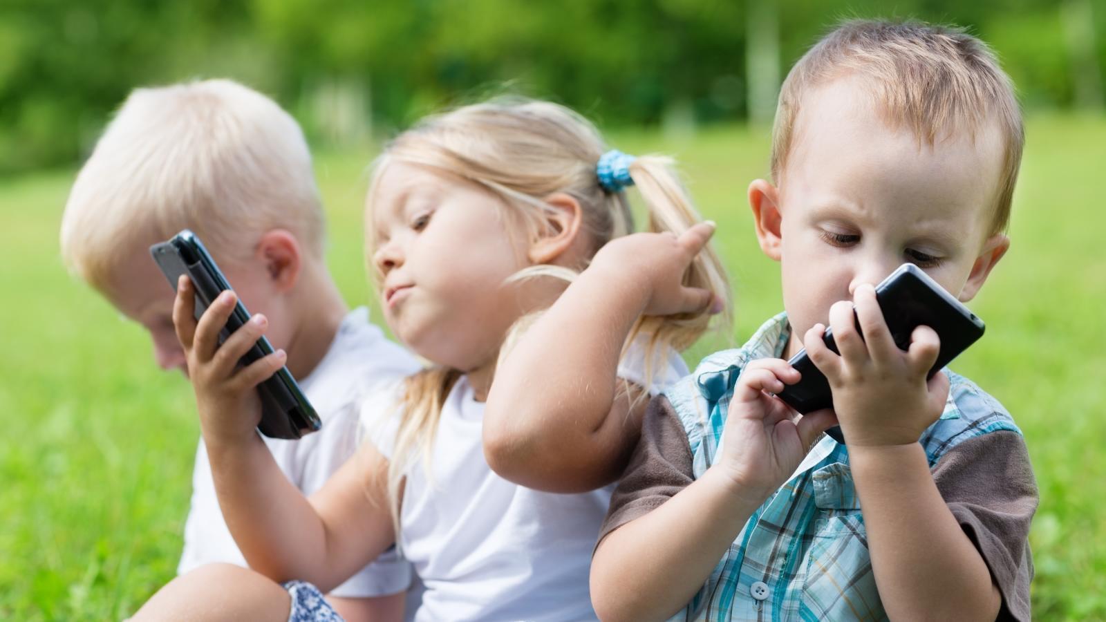 Dad Bans Smartphones For Children