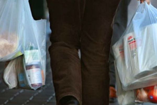 Woolies plastic bag ban: 'What a load of crap!'