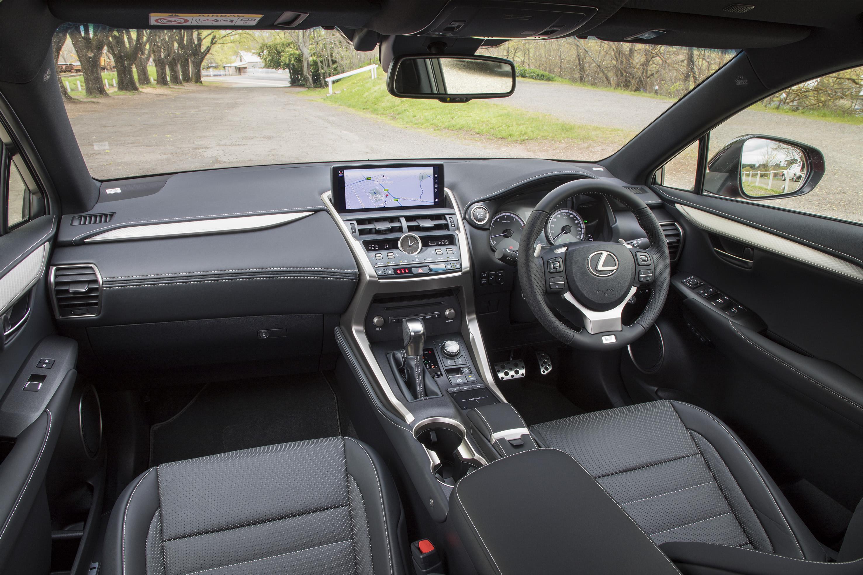 Lexus NX300 - 3