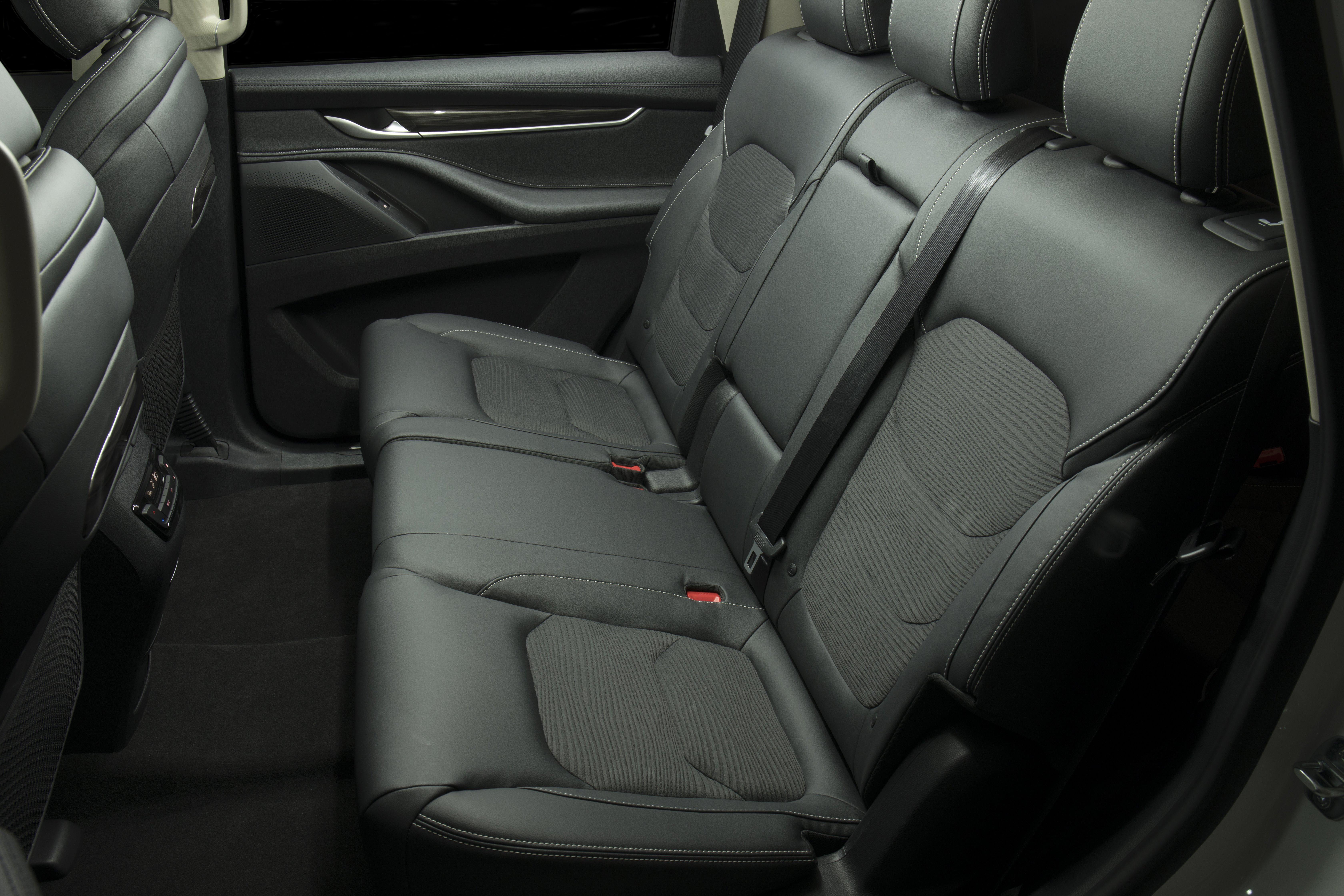 LDV D90 seats - 3