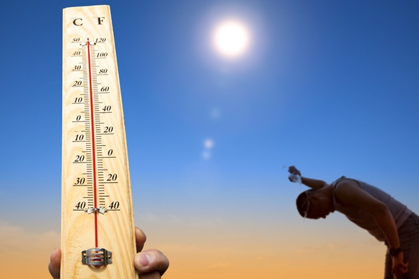 Paramedics call for residents to keep cool as temperatures soar