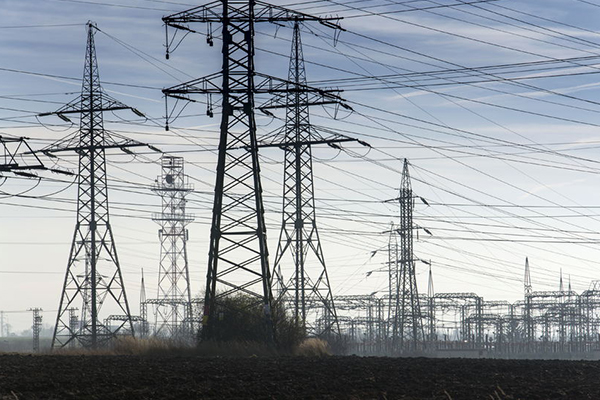 How did the energy grid cope with soaring temperatures?