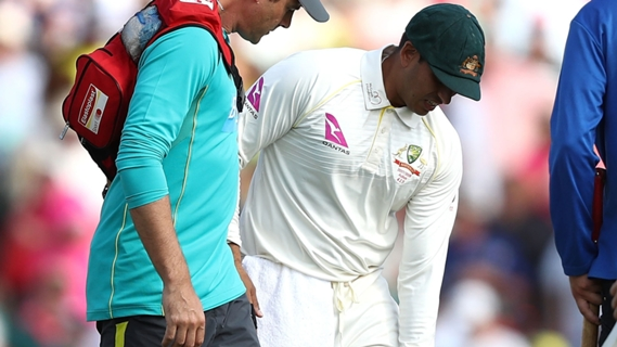 Article image for Khawaja hurts knee on day one in Sydney
