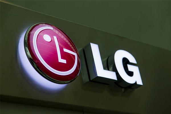 Article image for LG drops David Warner amid ball tampering scandal