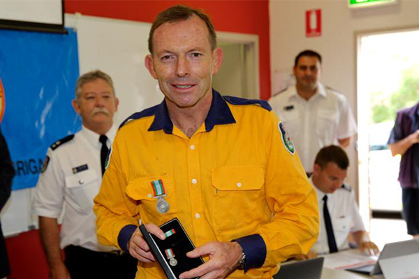 Article image for Tony Abbott denies fire organisations are locked in turf war
