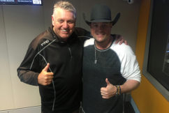 Country music star strikes a chord with Ray