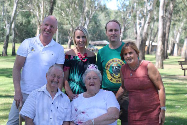 Article image for Ross Greenwood recreates family photo 35 years on