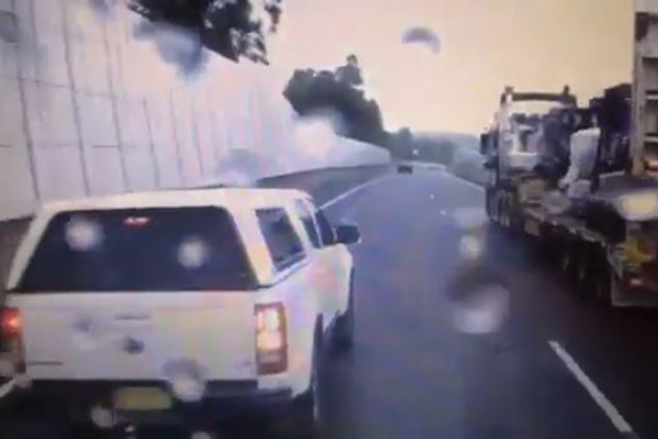 Article image for VIDEO   Idiotic driver plays chicken with a truck