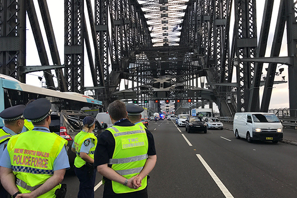 UPDATE | Police end Sydney Harbour Bridge stand-off