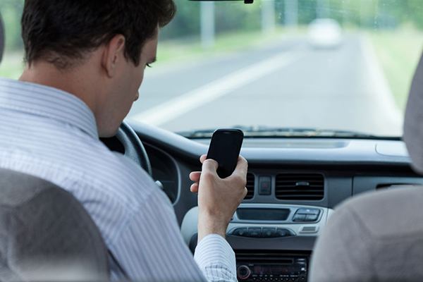 Article image for 'World-leading' technology to snap drivers using phones behind the wheel