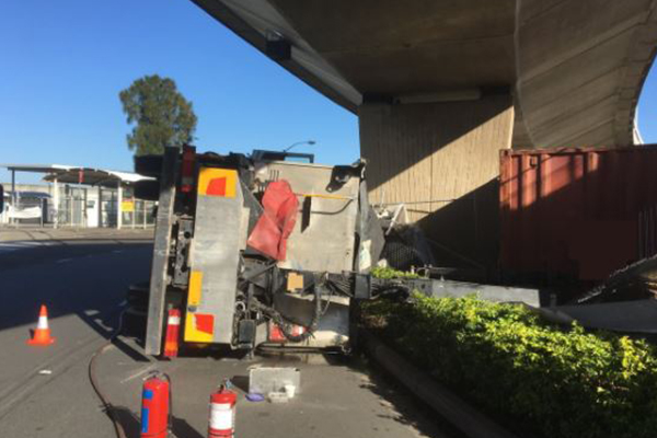 Article image for Truck rollover causes lengthy delays at Sydney Airport
