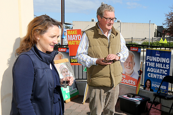 Downer not blaming Turnbull for by-election disaster: 'It was not about national issues'