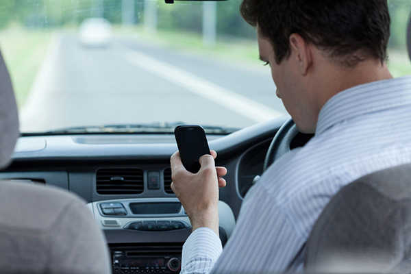 Article image for Police look to 'changing the culture' in bid to stop illegal mobile phone use