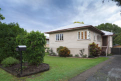 Melbourne now holds weakest housing market, national prices continue to dive