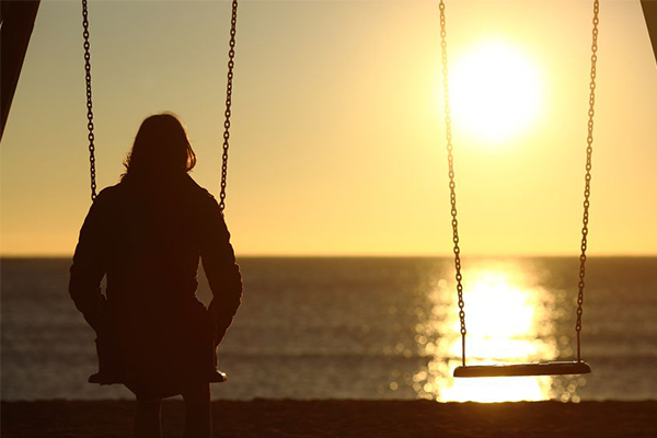 Article image for Loneliness is more harmful than smoking, so why aren't we talking about it?
