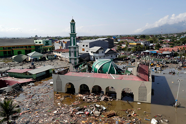 Article image for Fears thousands are dead as earthquake, then tsunami hits Indonesian island