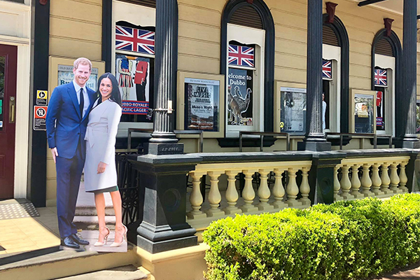Dubbo pub cracks open a special surprise for the royal visit