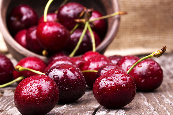 Article image for First box of cherries go under the hammer at Sydney Markets