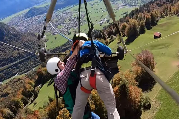Article image for WATCH | Man hangs on for life after gliding instructor forgets to attach harness