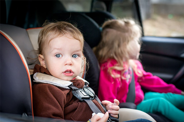 Article image for Paramedics warn of 'catastrophic consequences' of leaving children in cars