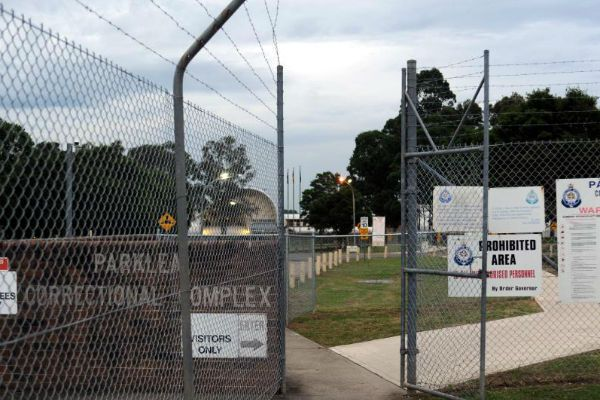 Article image for Inmate on the roof of Parklea Prison