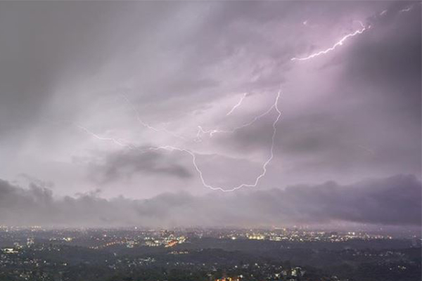 Article image for Severe storms have lashed Sydney, butwe're not in the clear yet