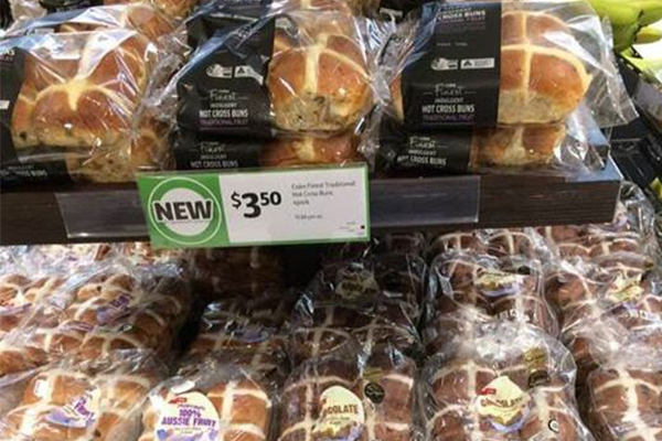 Coles bring out hot cross buns… three days after Christmas