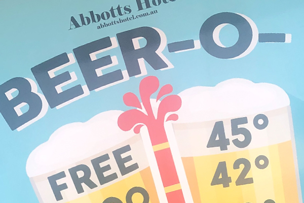 Sydney pub gives away free beer in scorching weather