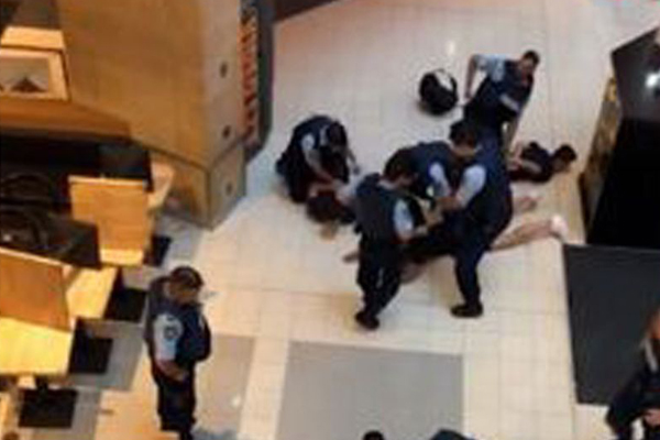 Article image for Five teens with replica guns arrested at Chatswood shopping centre