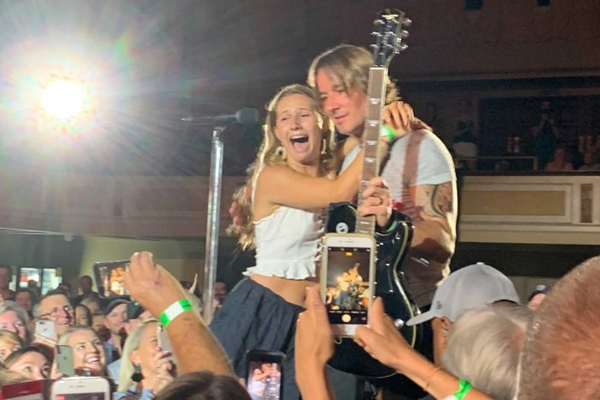 Article image for Keith Urban gives deserving teen his guitar following her heartbreaking story