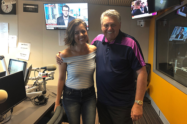 Country music star thrills Ray Hadley with stories of her Tinder escapades