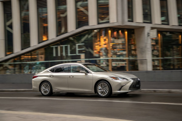 Lexus new ES300h hybrid sedan– far from a dressed-up Camry