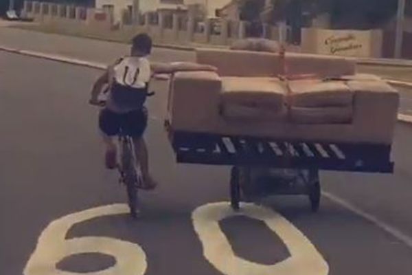 Article image for WATCH | Two men transport couch on their bikes