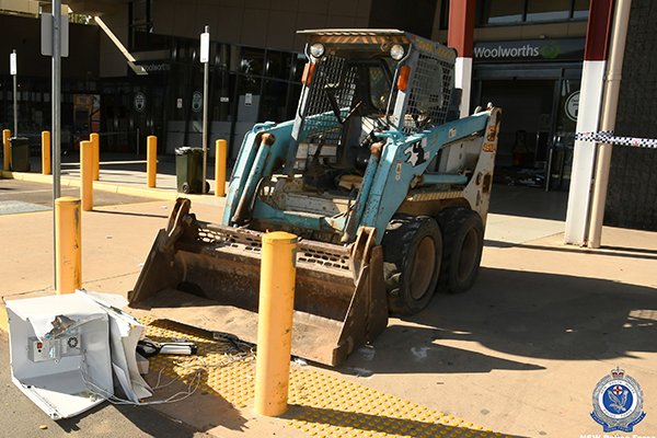 Thieves use bobcat in daring ATM robbery
