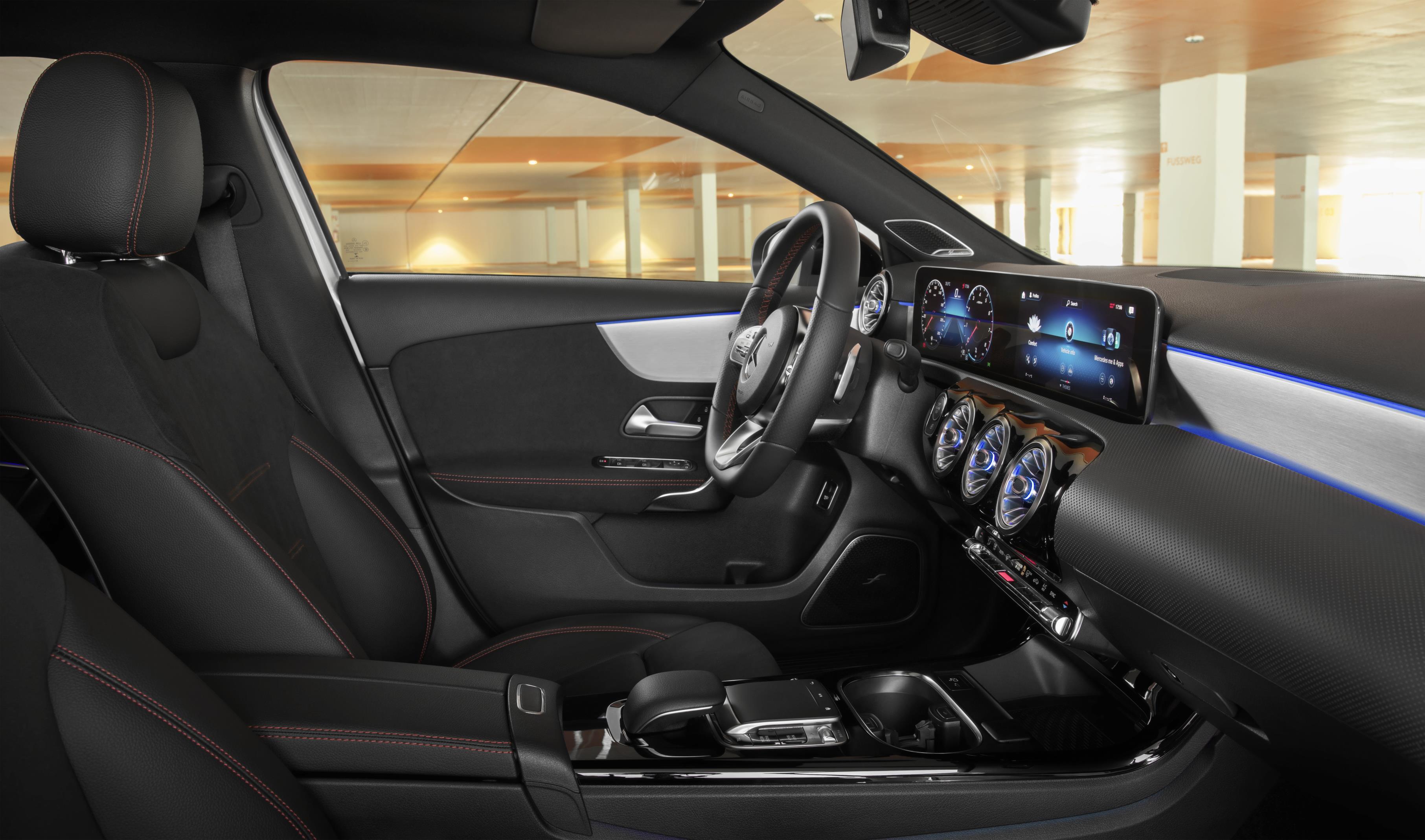 Mercedes-Benz A200 sedan - 2