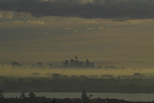 Health warning issued as smoke haze blankets Sydney