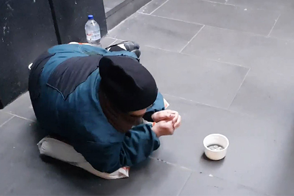 2GB listener exposes fake beggars in Sydney