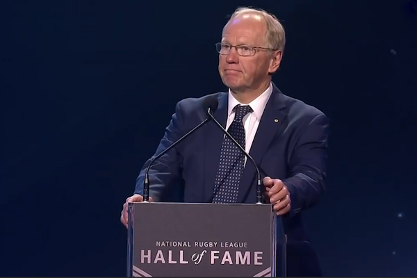 WATCH | Peter Beattie's latest stuff up at the NRL Hall of Fame ceremony