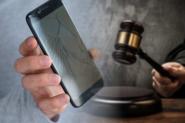 Father taken to court for smashing 13yo daughter's phone
