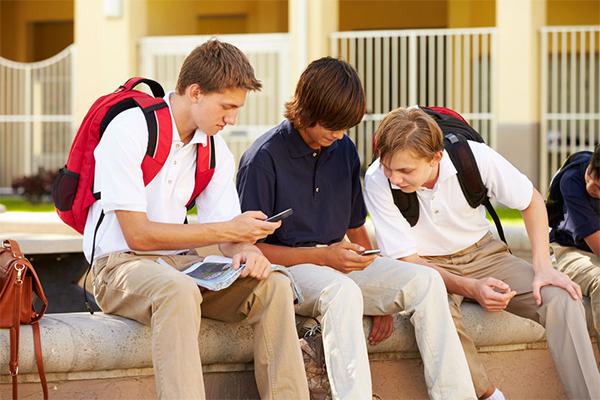 Prestigious private school sees huge benefits in mobile phone ban