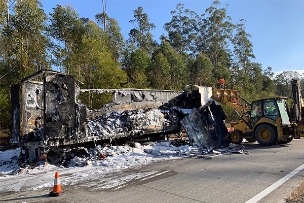 Article image for Huge truck fire shuts down Pacific Highway