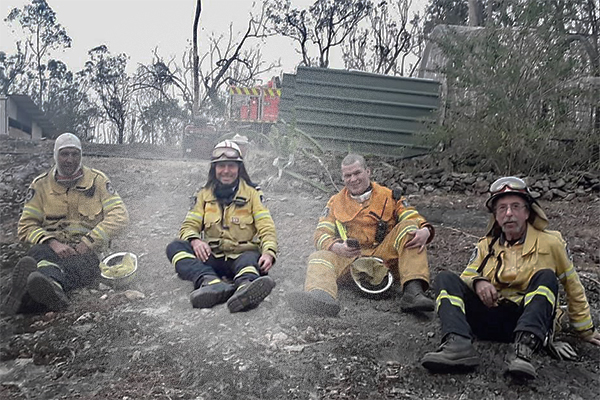 Article image for Tony Abbott describes horror bushfires after returning from the frontline