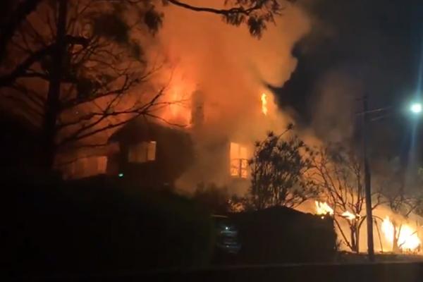 Katastrofalni požar u Australiji - Page 2 Hunters-Hill-mansion
