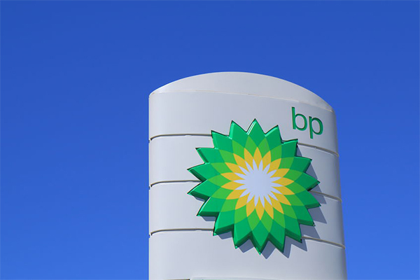 Article image for BP switches loyalty to Qantas in 'big blow' for Virgin