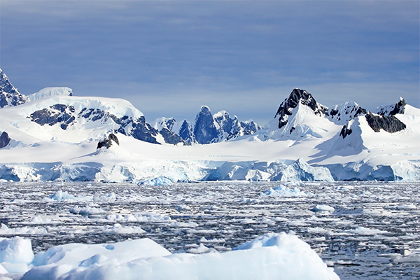Article image for Explorer aims to break records with Antarctica journey