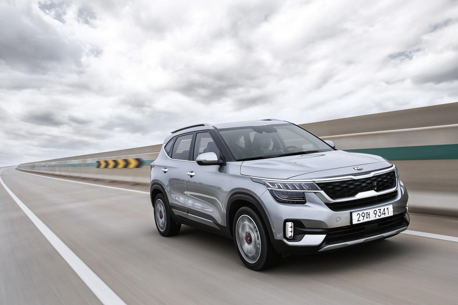 Kia enters the compact SUV market with the very good looking Seltos model.