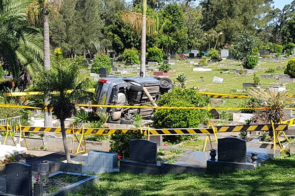 Article image for Car crashes into Sydney cemetery