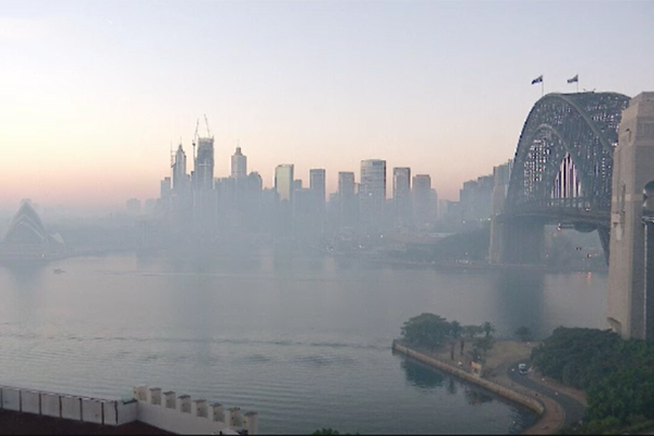 Article image for Smoke blankets Sydney as 'severe' bushfire conditions escalate