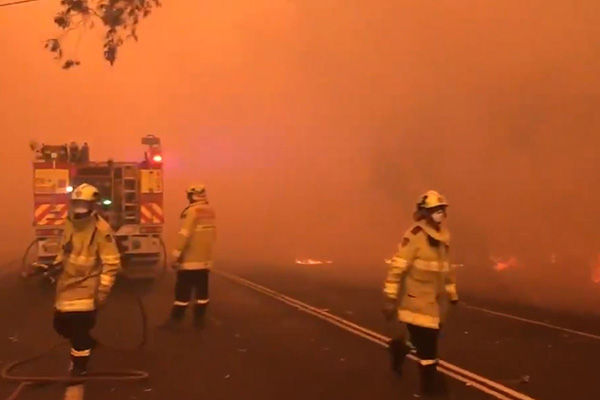 Article image for Bushfires rage across NSW as smoke blankets Sydney